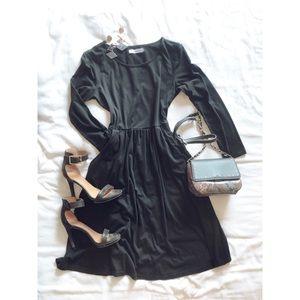 MissLook Dresses - Black long sleeve midi dress with pockets